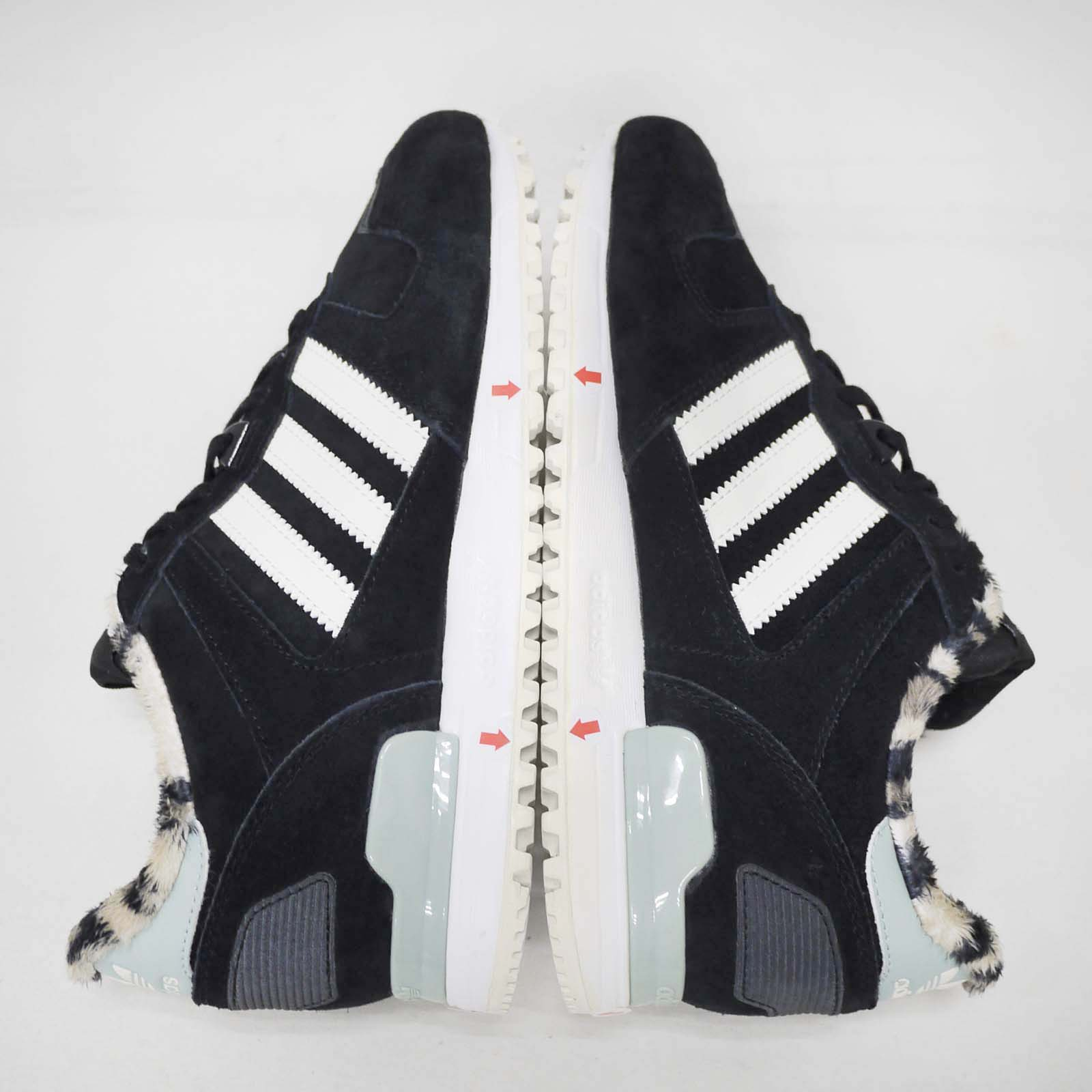 3213ccb9b adidas Originals ZX 700 W Both Feet With Discoloration Women Shoes ...